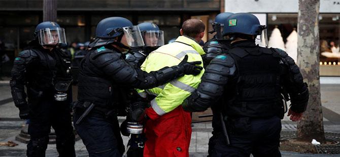 Fransa yanıyor! Sarı yelekliler yeniden sokaklarda