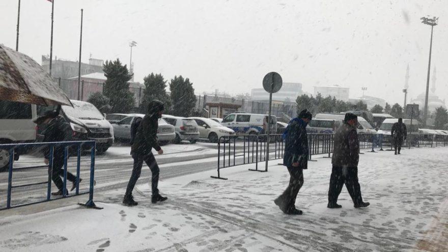 İstanbul'da 6 saat arayla kar ve güneş