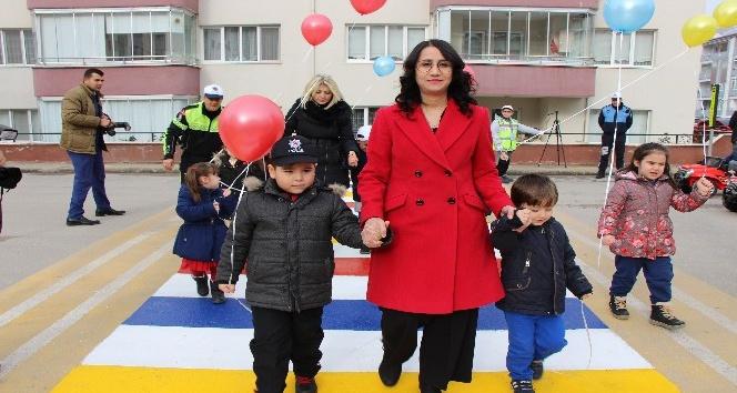 Bu okul geçidi Türkiye'de ilk