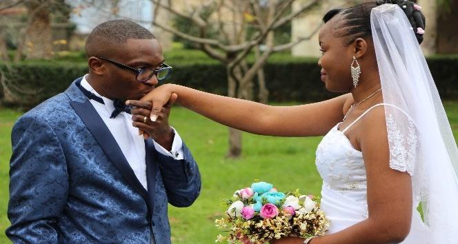 Kamerunlu çift Trabzon'da işte böyle evlendi