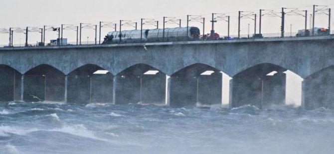Danimarka'da köprüde tren kazası: 6 ölü
