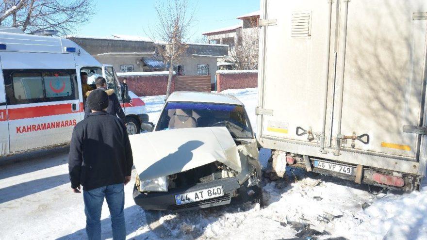 İki araç arasında sıkışan genç hayatını kaybetti