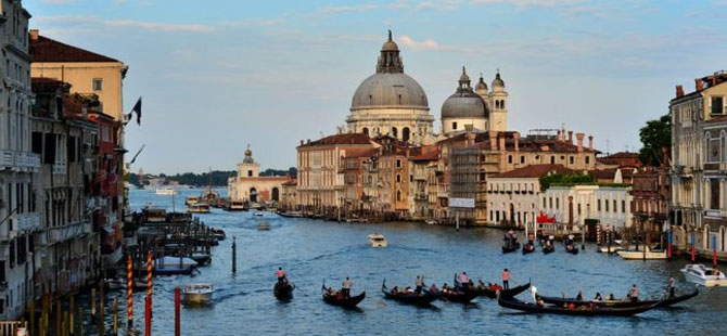 Venedik, kısa süreli turistlerden 10 euro giriş ücreti alacak
