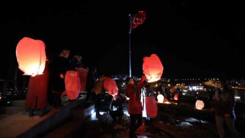Öldürülen 440 kadın için 'dilek feneri' uçurdular