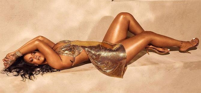 Rihanna'dan cesur pozlar