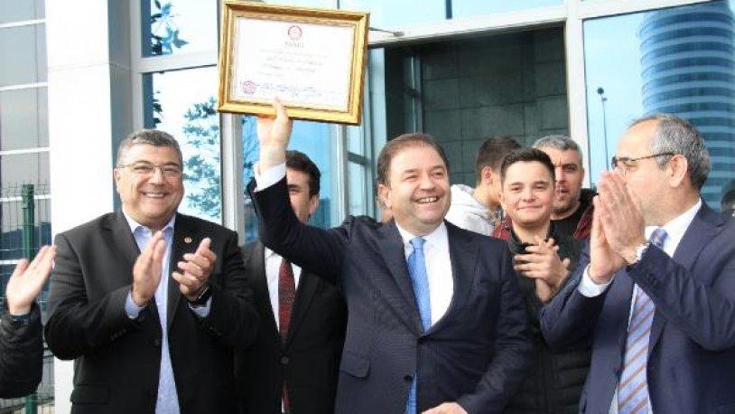 Maltepe Belediye Başkanı Ali Kılıç mazbatasını aldı