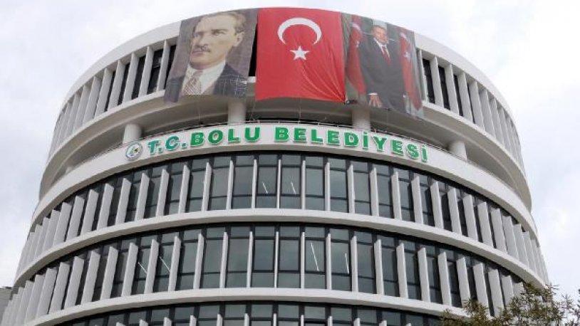 Tanju Özcan talimat verdi, Bolu Belediyesi'nin tabelasına 'T.C.' eklendi