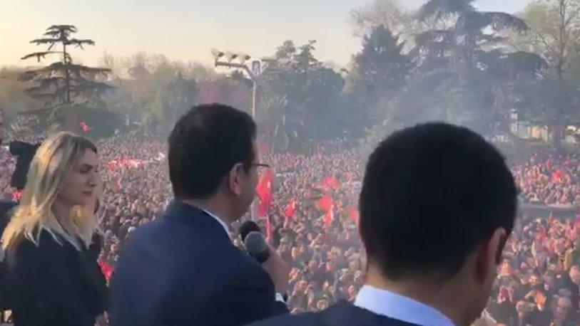 Görevi devraldıktan sonra Ekrem İmamoğlu belediye önünden halka seslendi!