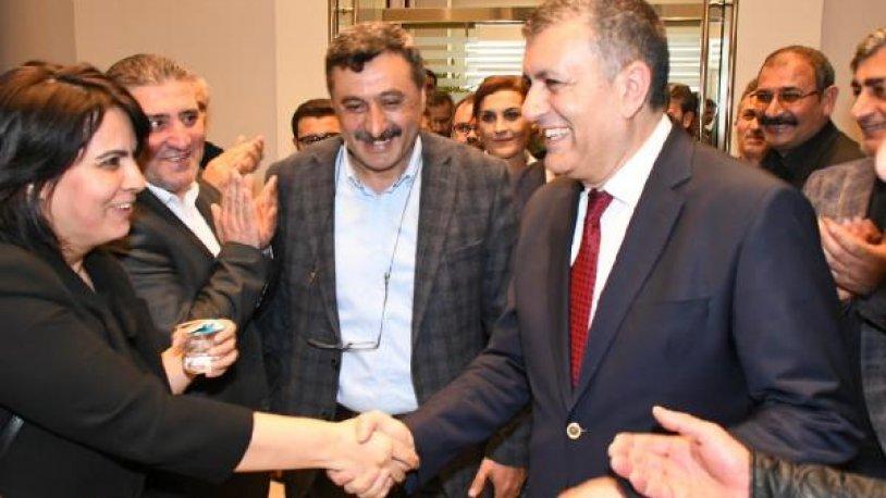 Esenyurt Belediye Başkanı CHP'li Bozkurt mazbatasını aldı