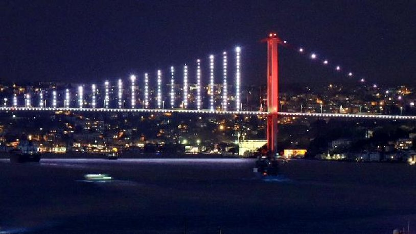 İngiliz savaş gemisi İstanbul Boğazı'ndan geçti