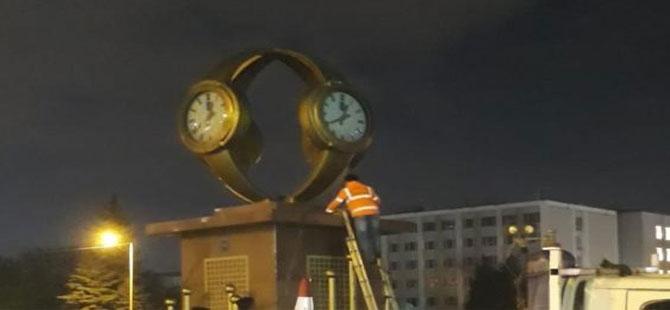 Yavaş, Gökçek'in yaptırdığı 'kol saati anıtı'nı kaldırttı!