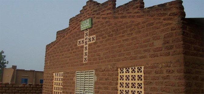 Burkina Faso'da kiliseye saldırı: Pazar ayini sırasında 7 kişi öldürüldü
