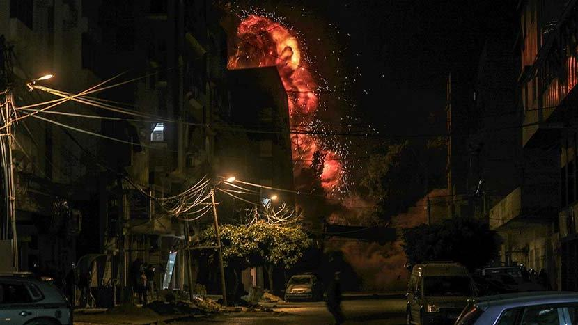 İsrail Gazze'de bir camiyi vurdu