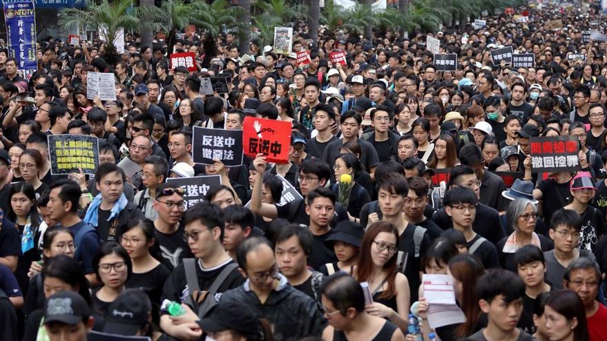 Hong Kong'ta gösteriler devam ediyor