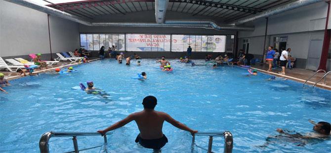 Çukurova Belediyesi'nden özel çocuklara engelsiz havuz