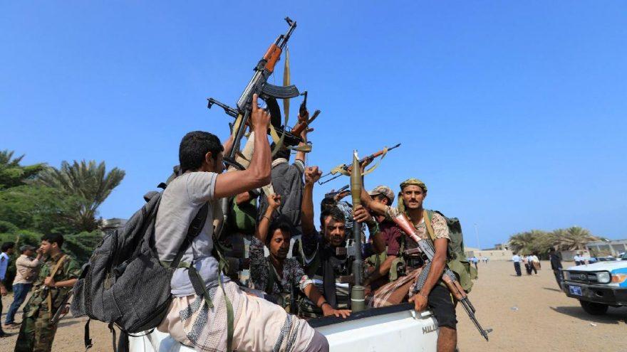 Husiler Arabistan'da petrol rafinerisini vurdu