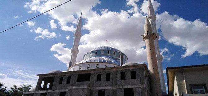 Hava uçuş sahası bölgesine kaçak minare dikildi