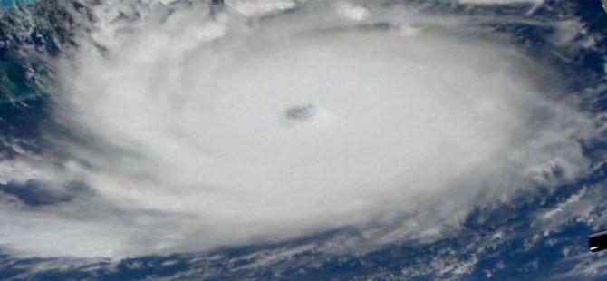 Dorian Kasırgası Bahamalar'ı vurdu: Kasırganın şiddeti Kategori 5'e yükseldi