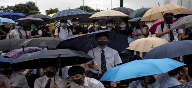 Hong Kong'da öğrenciler dersleri boykot ederek protestolara katılıyor