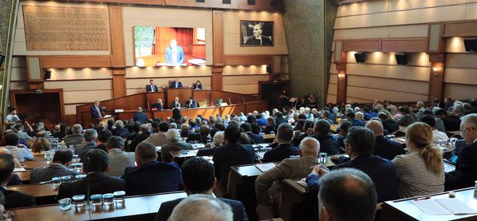 İBB Meclis toplantısında gerginlik! Üzerine yürüdüler…