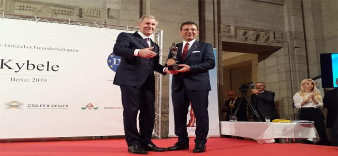 İmamoğlu'na Berlin'de onur ödülü
