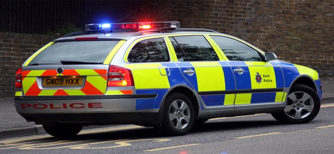 İngiltere'de polis, 3 kişinin öldüğü bıçaklama olayının 'terör saldırısı' olabileceğinden şüpheleniyor