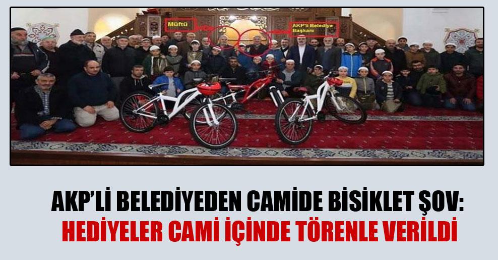 AKP'li belediyeden camide bisiklet şov: Hediyeler cami içinde törenle verildi
