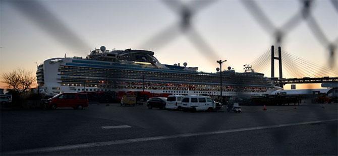 Japonya'da karantina altındaki gemide 70 yolcuda daha koronavirüs tespit edildi