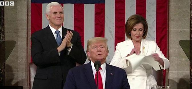 Trump'ın konuşma metnini yırttı!