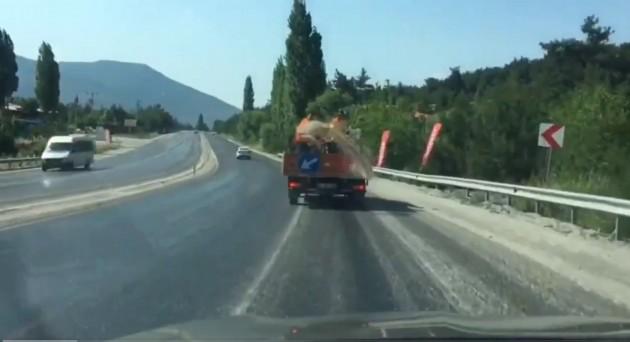asfalta kum dökme foto videodan alınan