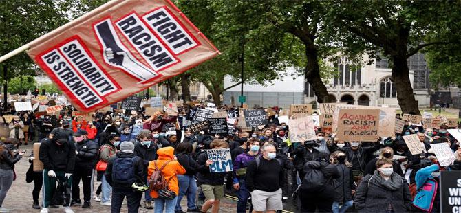 Londra'da binlerce insan sokağa döküldü!