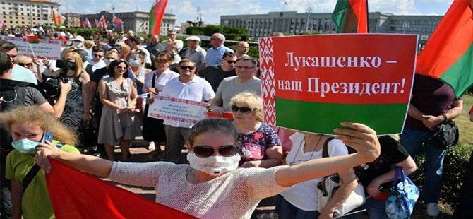 Lukaşenko yanlılarının Minsk'teki gösterisine iktidar temsilcileri de katıldı