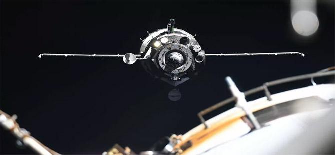 Uluslararası Uzay İstasyonu, yaklaşan bir cisim nedeniyle kaçış manevrası yaptı