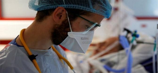 Koronavirüs vaka sayısı Cuma günü bir günde 400.000 artarak rekor kırdı