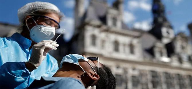 Fransa tüm sağlık çalışanlarına aşı zorunluluğu getirdi