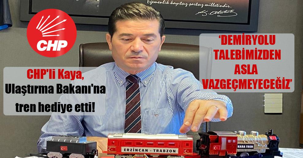 CHP'li Kaya, Ulaştırma Bakanı'na tren hediye etti! 'Demiryolu talebimizden asla vazgeçmeyeceğiz'