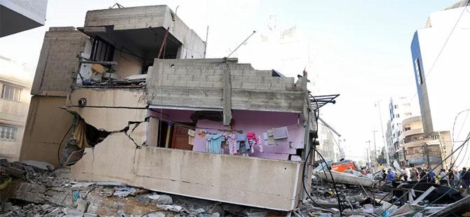 İsrail'in gece yarısından itibaren Gazze'ye düzenlediği saldırılarda hayatını kaybedenlerin sayısı artıyor