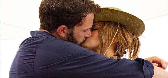 Jennifer Lopez, Ben Affleck ile aşkını resmen ilan etti
