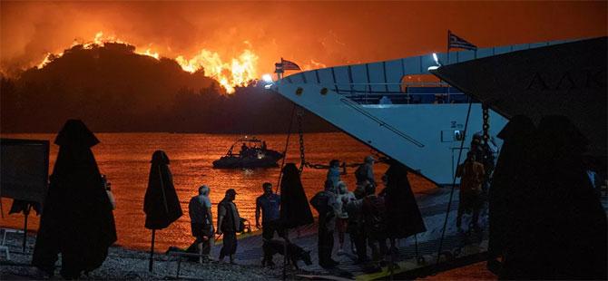 Yunanistan'da orman yangınları: Evia adasından yüzlerce kişi tahliye edildi