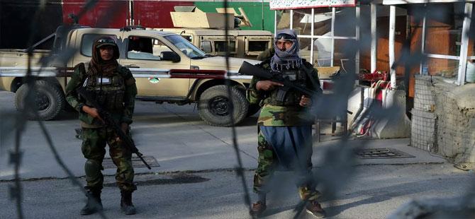 Taliban, infaz ettiği muhalifin cansız bedenini helikopterden sarkıttı
